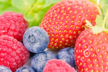 Eating Berries Reduces Your Risk of Heart Attack by 32%